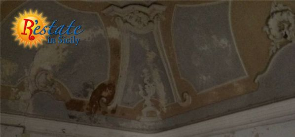 Palace  Collotti, i. e. an historical building of 1700s of great value. It is developed  on three levels other than a midfloor. Huge rooms painted with frescoes,  flooring and majolica of the same period. Above doors and big saloons both on  the firs...